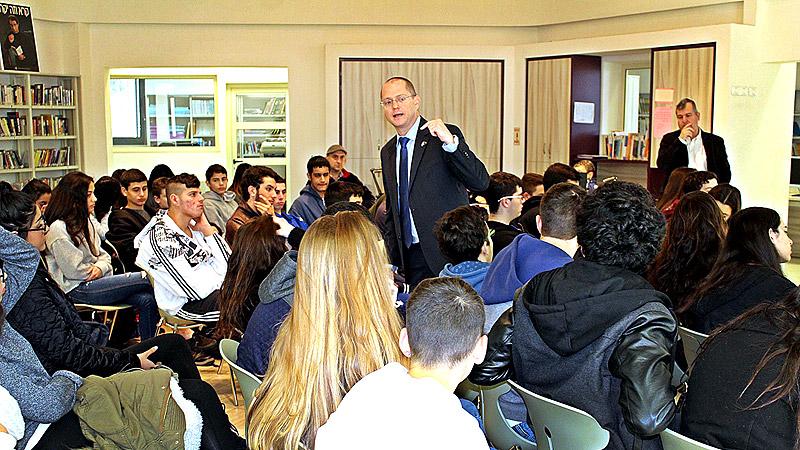 """תלמידים מציעים הצעת חוק - ביקור ח""""כ פורר"""